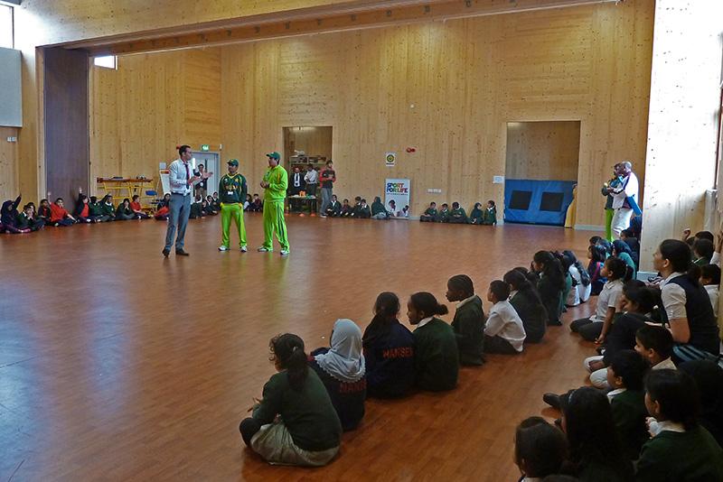SFLI-Mohammed-Naeem-welcomes-Pakistan-Cricket-Team-to-Nansen-Primary-School-Birmingham